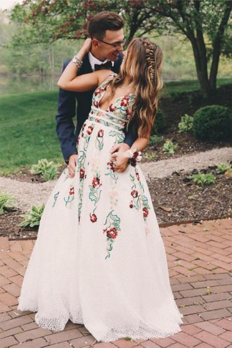 A Line Prom Gown, Lace Prom Dress,V Neck Prom Gown,Flower Appliques Prom Dresses, Long Evening Dresses DS590