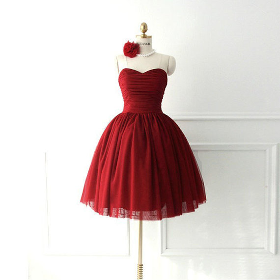 Simple Dark Red Tulle Sweetheart Short Prom Dress Ball Gown Burgundy Homecoming Dress Mini Length Party Gown Bridesmaid Dress Cocktail Dresses